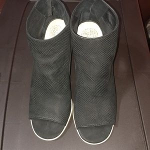 BRAND NEW!!! Vince Camuto Sandals